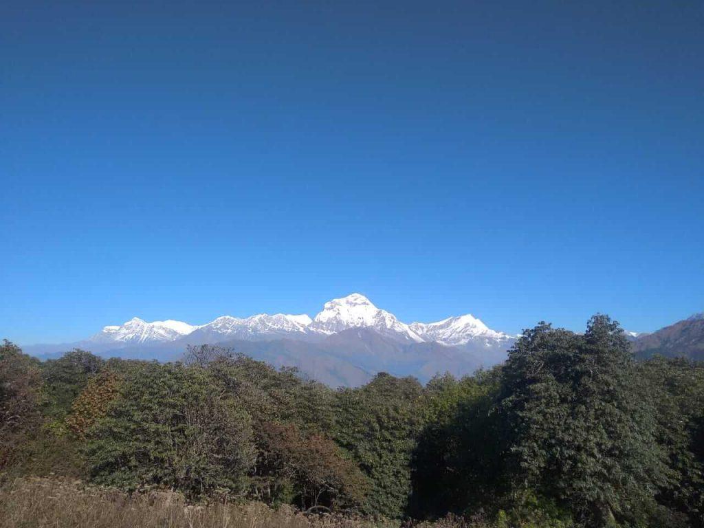 Annapurna Community trek – uitzicht op de besneeuwde toppen van de Himalayas tijdens de trekking