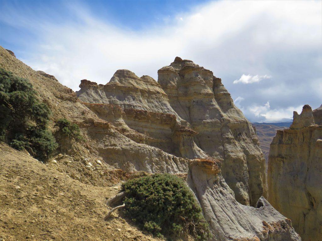 Upper Mustang trekking – de natuur met zijn rotsen in allerlei vormen is adembenemend mooi