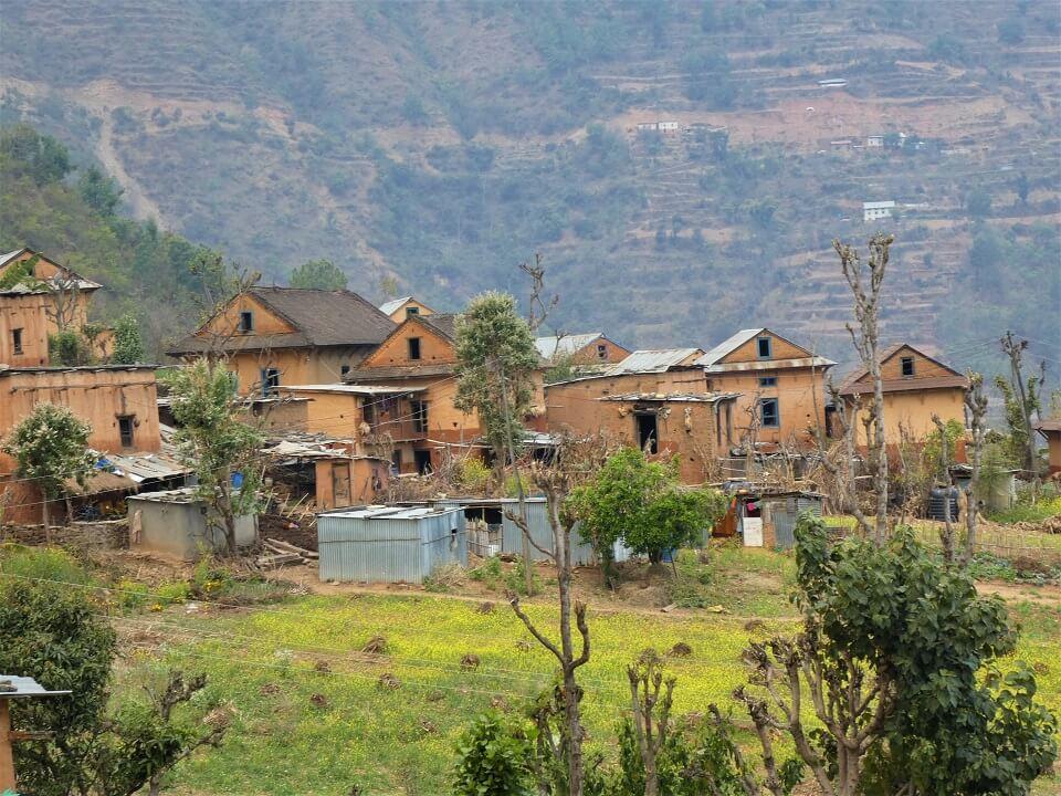 Indigenous people trek – zicht op een traditioneel dorp tijdens de trekking