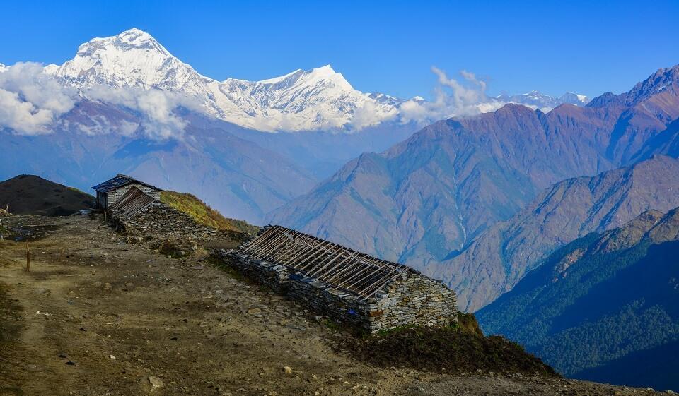Khopra Ridge trek – zicht op de besneeuwde toppen van de Himalayas