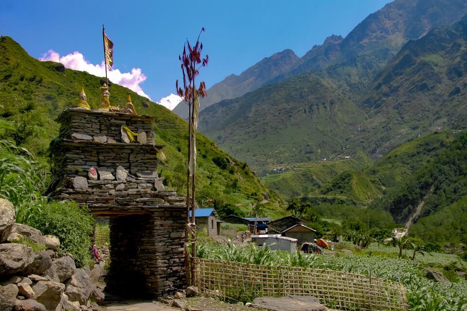 Manaslu met Tsum vallei trek - Boeddhistische chorten in de Kathmandu vallei