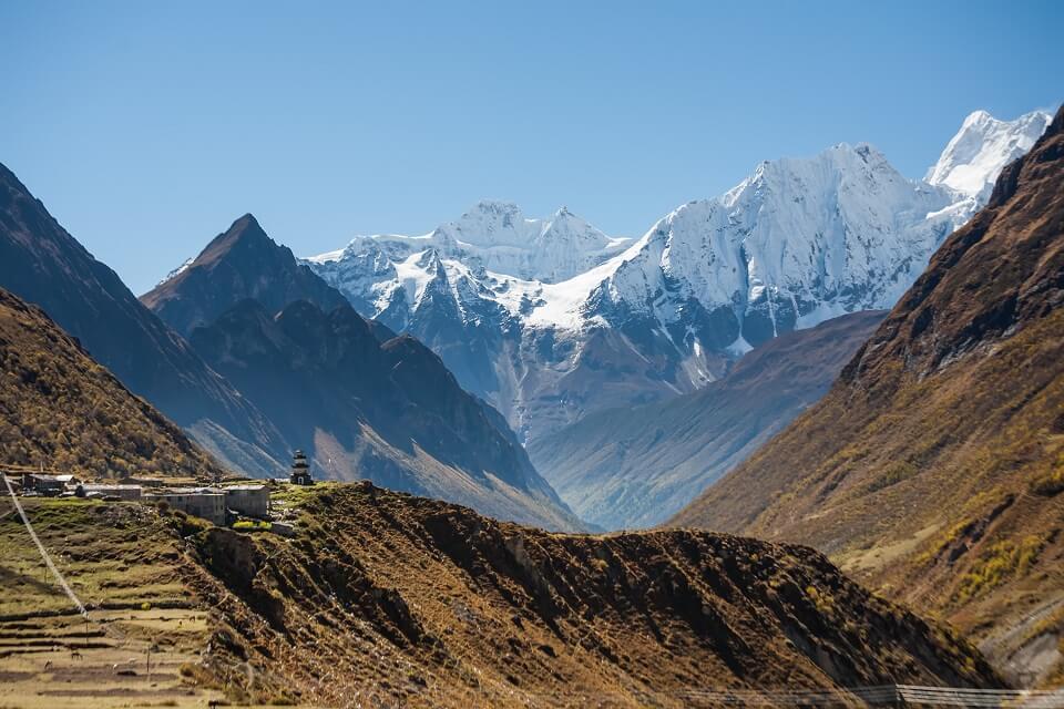 Manaslu met Tsum vallei trek – de besneeuwde bergtoppen van de Himalayas