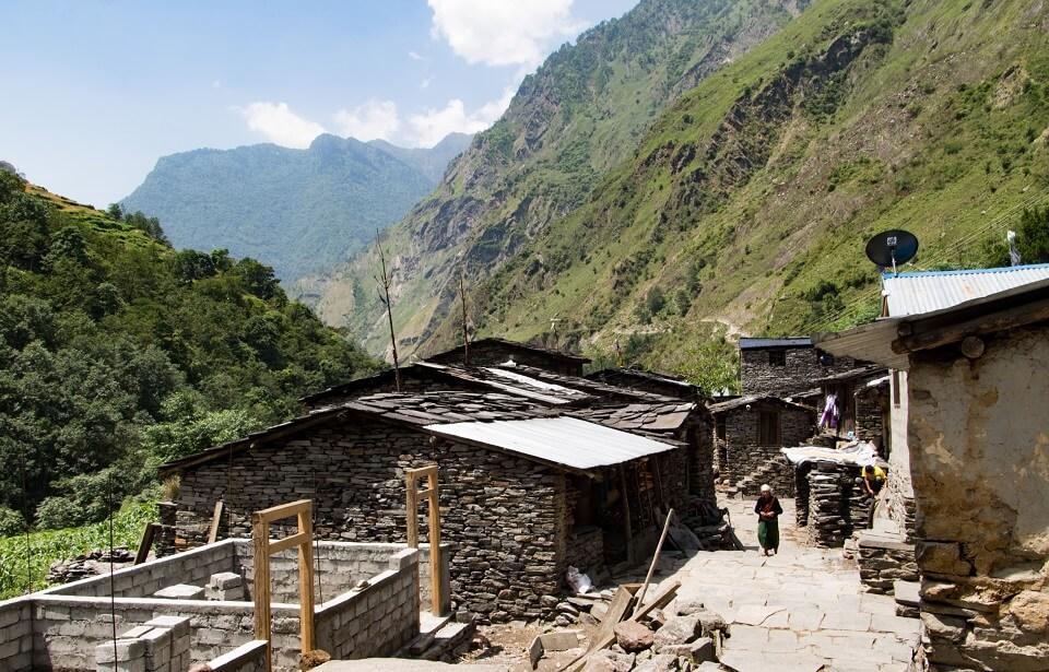 Manaslu met Tsum vallei trek – het dorpje Sirdibas dichtbij Philim